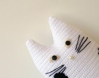 Crochet personalized cat portrait, white cat black dots, crochet cat pillow, custom pillow cat, stuffy cat doll, cat home decor, cat lover