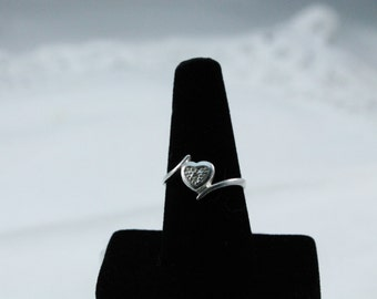 925 Sterling Silver Pretty Sparkly Heart With Crystal Ring - Size 8