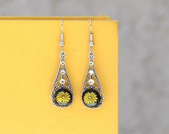 Daisy Earrings. 90s Fashion. Filigree Jewelry. Floral Earrings. Yellow Daisy Jewelry. Jewelry Under 30. Dangle Earrings. Dainty Jewelry.