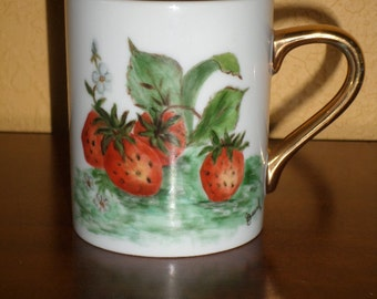 Porcelain GOLD/Cup/Coffee Mug/Signed STRAWBERRIES HANDPAINTED/Beard, Melbourne, Florida, Gold Handle/Vintage