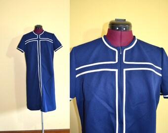 1960s Vintage Plus Size Hob Nobber Blue and White Sheath Dress size XL bust 42