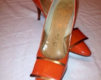 Awesome Mod Orange De Liso Debs pumps with cool gold toe