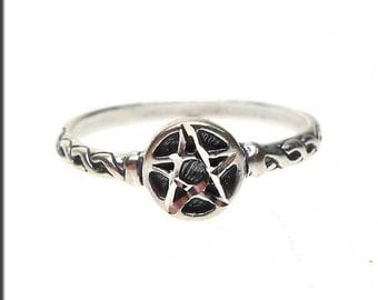 Pentacle Ring - Sterling Silver Diamond Cut Pentagram Ring - Pagan / Wiccan Jewelry - US Size 7, SPC026