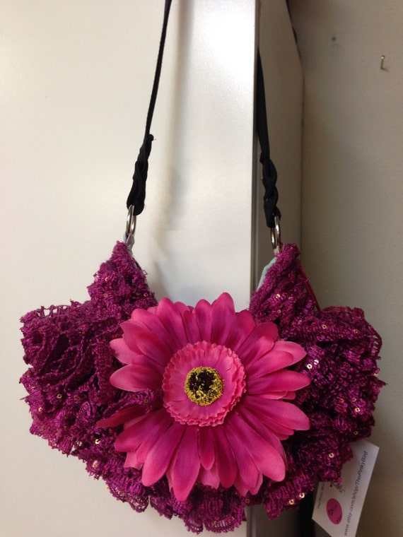 Knit Pattern Ruffle Bag : Knitted Ruffled Purse