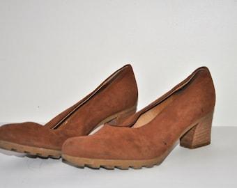 19dollar__ SALE___Vintage 90's Brown Real Suede Leather Heels