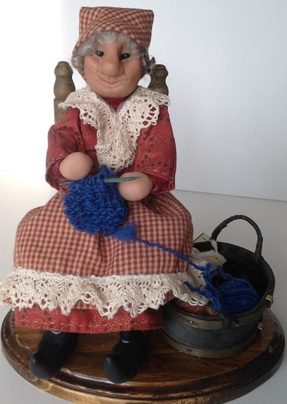Lille Folk, Knitting Woman   Handmade sculpted face, Clothing hand sewn from cotton fabric, D13