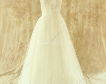 Romantic A line tulle wedding dress with frence lace patterns