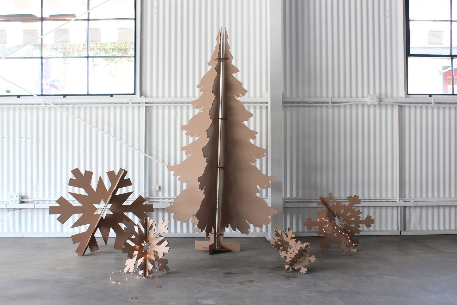 6ft tall recycled cardboard christmas tree for Objet de decoration rouge