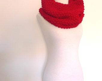Coloraíto, knitted cowl in red color