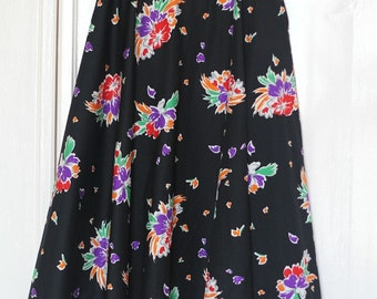 Vintage 70s Flower Skirt//Vintage 70s skirt with floral print, most suitable for size S