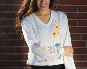 Vintage 1980s White Embroidered V-Neck Sweater