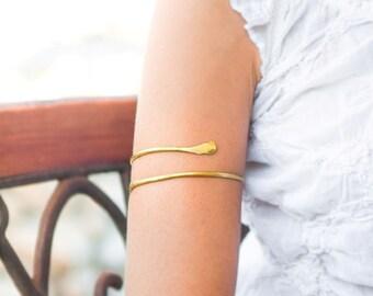 Upper Arm cuff, arm bracelet, Gold Armlet, Gypsy style, boho, brass, Trending arm cuff, beach, gold cuff, forearm bracelet, Sexy, trendy
