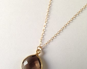 Black Bezel Gold Necklace : black stone in gold bezel
