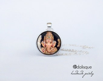 Handmade Lord Ganesha Pendant Hindu Ganesh God Necklace Indian God Jewelry Birthday Gift Round Glass Silver Pendant cs62
