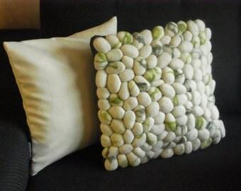 Cushion felt stones / pebbles ecru/moss