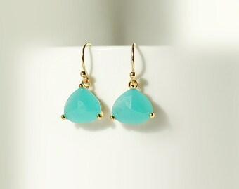 Gorgeous Mint Earrings, Gold Drop Earrings, Apple Green Glass Earrings, Mint Jewelry, Wedding Jewelry, Dangle Earrings