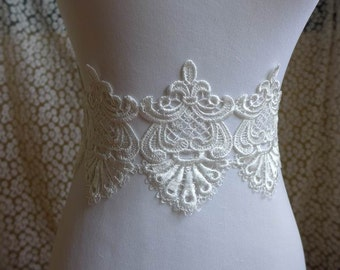 1 yard Vintage Venice lace applique trim in white for bridal, sashes, gown, headbands, costumes