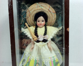 Vintage Mexican South American Doll in Glass Case Diorama..Vintage Diorama..Doll Diorama..Ethnic Doll..Girl Doll Display