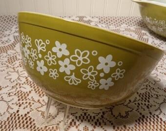 Vintage Pyrex Green Crazy Daisy Bowl - 2 1/2 QT. #403  - 14-0636