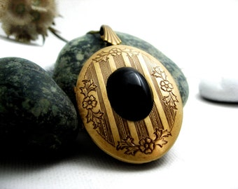 Solid Perfume Locket. Antique Brass & Onyx Oval Locket Necklace. Natural Solid Perfume Jewelry. Antique Brass Victorian Perfume Pendant.