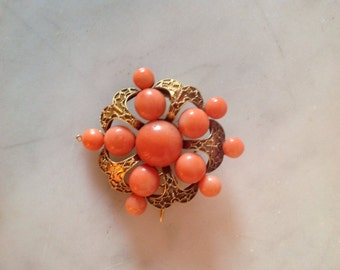 Antique Coral Brooch in 18K Gold. Victorian.