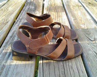 Chunk Heeled Leather Sandals 90s Brown Strappy Velcro Minimal low heel Shoes / Womens 6