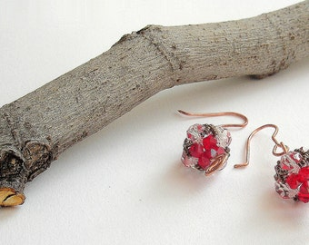 Red dangle earrings. Beaded earrings with czech beads and copper wire