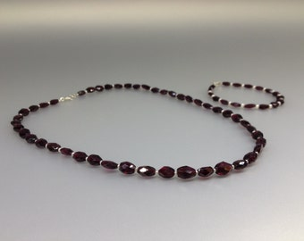 Garnet and freshwater pearls Necklace and bracelet set save 10% with this offer - jewelry set - gift idea - love stone - red and white beads