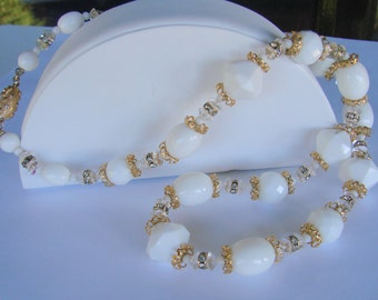 White Lucite Crystal Rhinestone Bead Necklace / Bridal / Wedding / Vintage Jewelry / Jewellery
