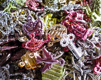 15pcs VINTAGE PLASTIC CHARMS Metallic Kitschy Goodness