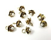 Vintage Gold Plated Flower Charm with Faux Pearl Bead (10X) (V171)