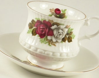 Vintage Royal Minster Fine Bone China England Red White Roses Teacup Saucer Tea Cup