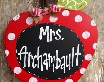 Door Hanger, Door Art, Chalkboard, Apple Sign, Teacher Sign, Door Decor, Door Decor, Teacher Gift, Back to School