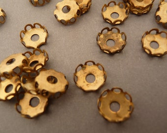 24 Round Settings - Brass 7mm Filigree with Rivet Hole - Vintage