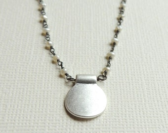 Ariana Necklace with White Pearl