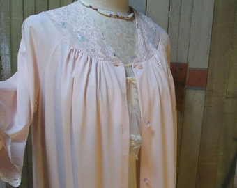 70s Vintage Pink Nylon Robe Lace and Roses vintage Negligee Shadowline pink robe pretty rosebud embroidered Robe 70s vintage M