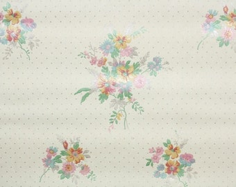 1930's Vintage Wallpaper - Spring Bouquets on Ivory with polka dots