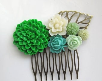 Love the Nature. Large Green Chrysanthemum, Mint Green Rose, Green Floral Hair comb accessory. Country Wedding. Bridal Bridesmaid Gift