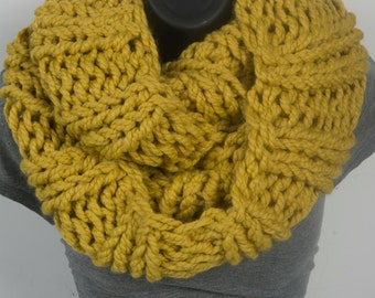 Super Chunky Women's infinity scarf, citron knitted scarf, super chunky scarf, knitted infinity scarf, cowl scarf
