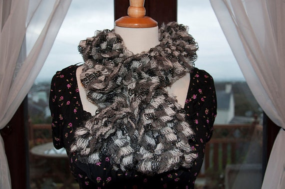Handknitted Ruffles Scarf in Grey and Black