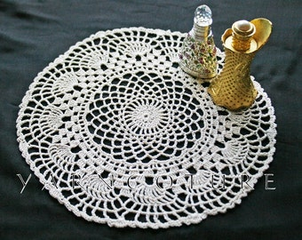 Crochet Lace Fan Doily / Cottage Chic