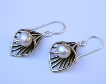 Silver Lilly Pearl Dangling Earrings