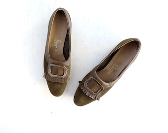 Vintage Leather Flats / 1960s Shoes / Olive Green Shoes / 60s Shoes / Size 4