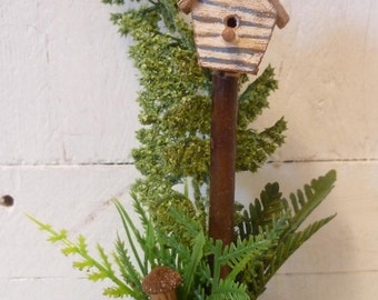 Darling Birdhouse Stand