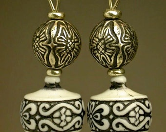 Vintage Art Deco Etched Black White Bead Dangle Drop Earrings, Silver Beads, Silver Ear wires
