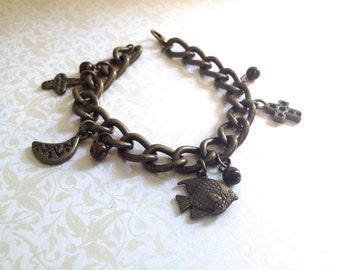 Vintage Brass Charm Bracelet. Chunky Bracelet 1980s. Statement Bracelet. Moon. Fish. Brown Beads. Charms. Dangle.