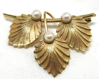 Pearl Brooch Pin Signed Winard 12K GF Gold Filled - Three Leaves & Faux Pearls - Elegant and stylish - Retro Traditional MCM Modern Jewelry