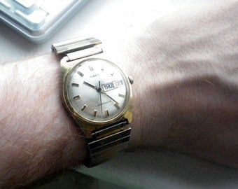Chunky Vintage Timex Mens Watch - Wind up.