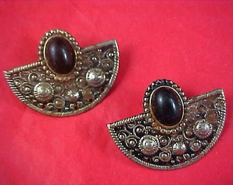 Black CABOCHON ~ Victorian Style Antiqued Gold Tone Post Earrings