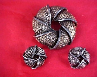 Antiqued Gold Plate ~ Silver Plate Accent Brooch & Clip Earrings ~ 59.2 gr.